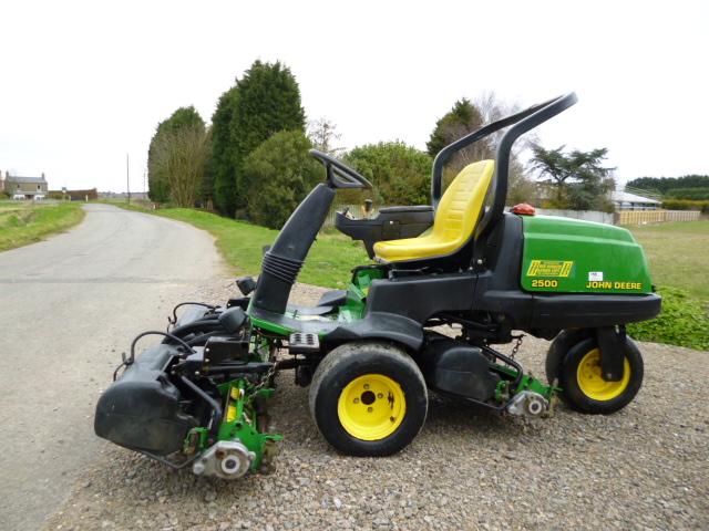 John Deere 2500 Professional Greens Mower Service Manual